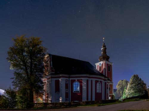 Zářící kostel Maří Magdaleny pod hvězdami - Broumovsko